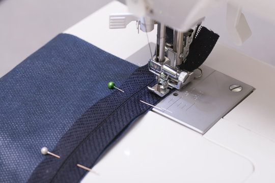 Work on a sewing machine with a zipper foot