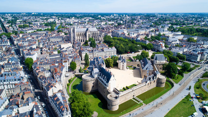 Panorama sur le centre historique de Nantes et le château des Ducs de Bretagne en Loire Atlantique, France