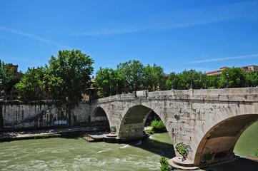 Roma, il ponte Cestio all'Isola Tiberina