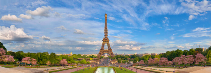 Fotobehang Eiffeltoren Panoramic image of Eiffel tower from Trocadero in Spring.