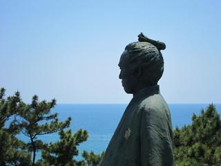 桂浜と坂本龍馬像