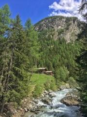 baita immersa nella natura in valle d'Aosta