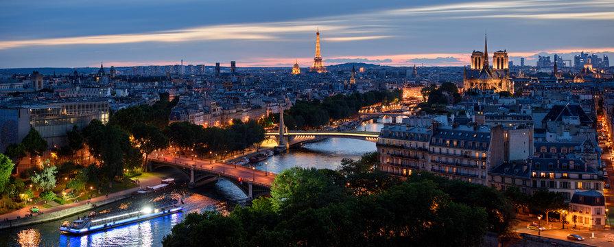 Paris et ses bateaux-mouches