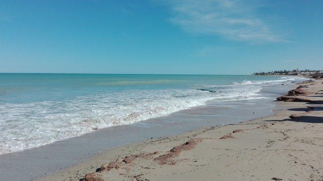 Mittelmeerstrand in Tunesien