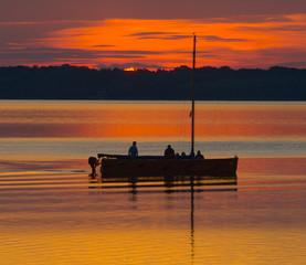 Tuinposter Pier Silhouette Fischerboot bei Abendrot Steinhuder Meer, Niedersachsen, Deutschland