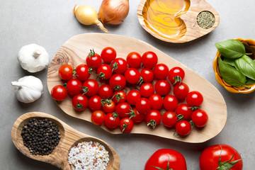 Świeże pomidory z przyprawami