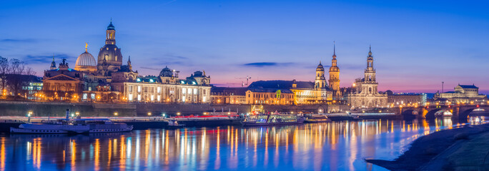 Dresden Elbe Panorama Abend