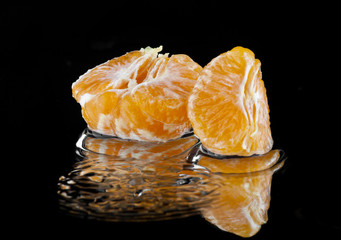 oranges in the water droplets