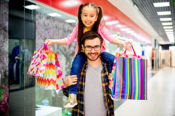 Father is shopping with daughter