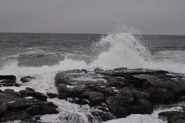 Zelfklevend Fotobehang Kust море в скалах
