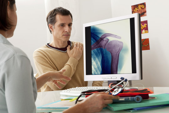 Models On screen, colorized x-ray of the shoulder (healthy)