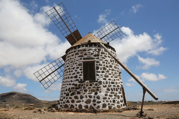 Aluminium Prints Mills Un moulin à vent traditionnel de l'île de Fuerteventura aux Canaries