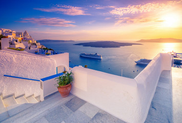 Amazing evening view of Fira, caldera, volcano of Santorini, Greece with cruise ships at sunset. Cloudy dramatic sky. Fotomurales