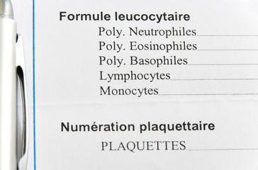 Feuille de r←sultats d'analyse de sang : formule sanguine et num←ration plaquettaire Le pourcentage de chaque type de leucocytes (polynucl←aires neutrophiles, polynucl←aires ←osinophiles, polynucl←aires basophiles, lymphocytes et monocytes) ainsi que le nombre de plaquettes sont d←termin←s