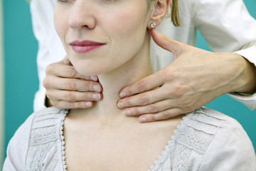 Thyroid palpation, woman
