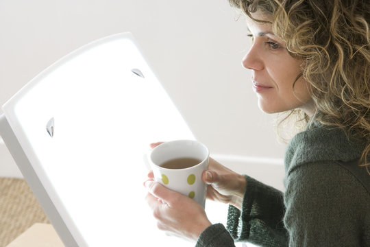 Model Light therapy lamps emit white light imitating daylight They are used, between among other things, to fight against seasonal affective disorder