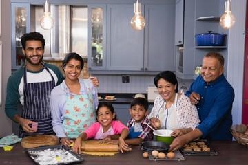 Foto auf AluDibond Kochen Portrait of family together while preparing food