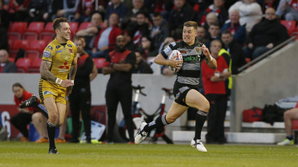 Jamie Shaul runs in to score the sixth try for Hull FC