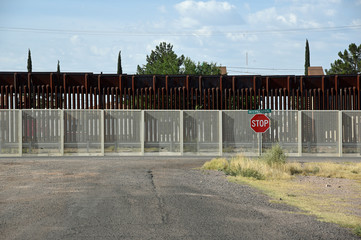 Grenzzaun zwischen Mexiko und den USA von der US-Seite gesehen in Douglas, Arizona