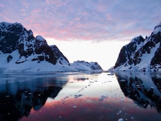 Foto auf Gartenposter Antarktika Sonnenuntergang in der Antarktis