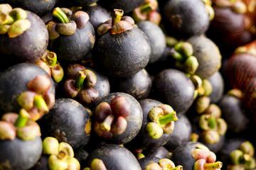 schwarze Früchte