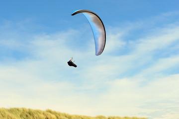 Foto op Aluminium Luchtsport Para gliding above the dunes near the coastline