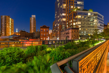 The High Line on a summer evening in the heart of Chelsea (here at the intersection of 10th Avenue and 17th Street). Manhattan, New York City