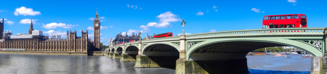 Foto auf Leinwand London roten bus London panorama with red buses on bridge against Big Ben in England, UK