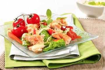 Salmon salad with Hollandaise sauce