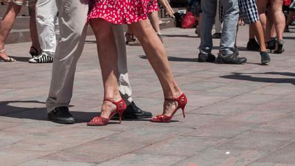 détail danseur de tango en plein air