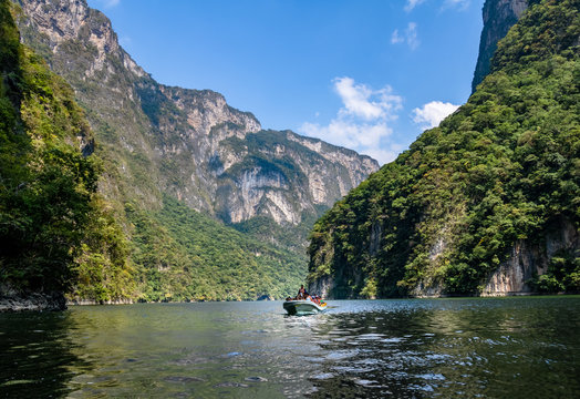 Boat with people in Sumidero Canyon - Chiapas, Mexico