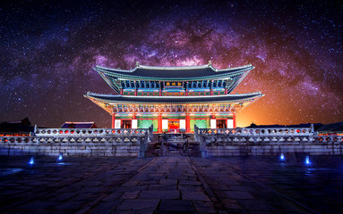 Photo sur cadre textile Seoul Gyeongbokgung palace and Milky Way in Seoul, South Korea.
