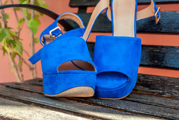 Scarpe estive aperte blu con tacco 8d2c115536e