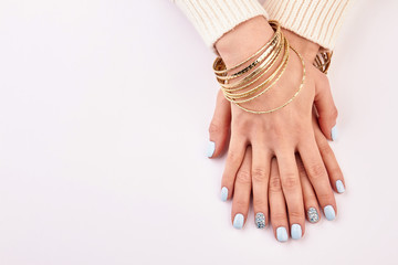 Fototapete - Blue manicure with rhinestones.