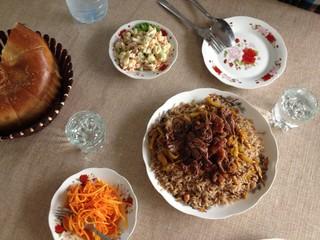 Plov und Salat