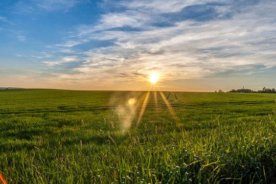 Sonnenuntergang mit Strahlen
