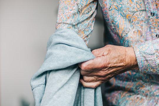 Alter Mensch/Kleidung