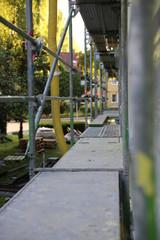 Baugerüst am Haus und Balkon