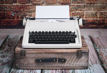 Alte Reiseschreibmaschine