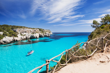 Beautiful bay with sailing boats, Menorca island, Spain 壁紙(ウォールミューラル)