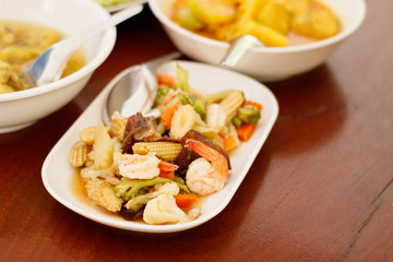 Stir-fried mixed vegetables with oyster sauce
