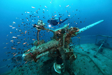 Poster Naufrage ship wreck in tropical sea ,cannon tower of a sunken ship with scuba diver,H.T.M.S. Prab Wreck Dive, Koh Ngam Noi Island , Chumphon Province Thailand
