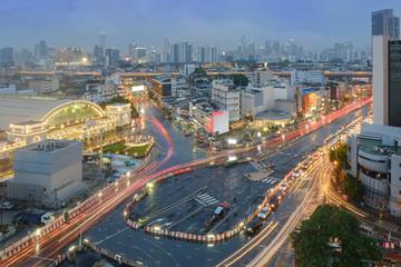 Night light traffic / Night light traffic at Bangkok train station (HUA LUMPONG).