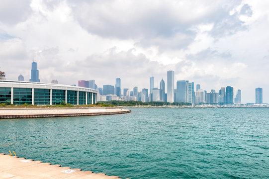 Chicagos Shedd Aquarium with Lake Michigan and skyline, USA