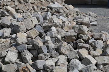 Graue Steine für Natursteinpflaster