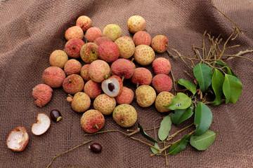 Vai thieu Vietnam, lychee fruits
