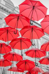 Red umbrelas