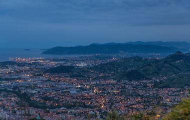 Panoramablick auf Marina di Massa Toskana Italien