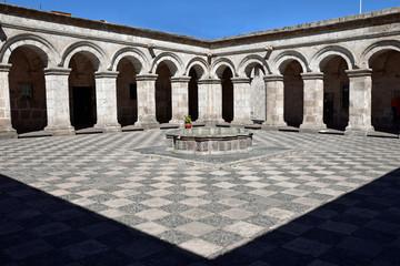 Tuinposter Algerije Cloître de la Compania de Jesus à Arequipa au Pérou