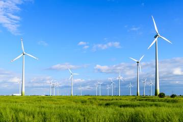 Windpark mit Windrädern